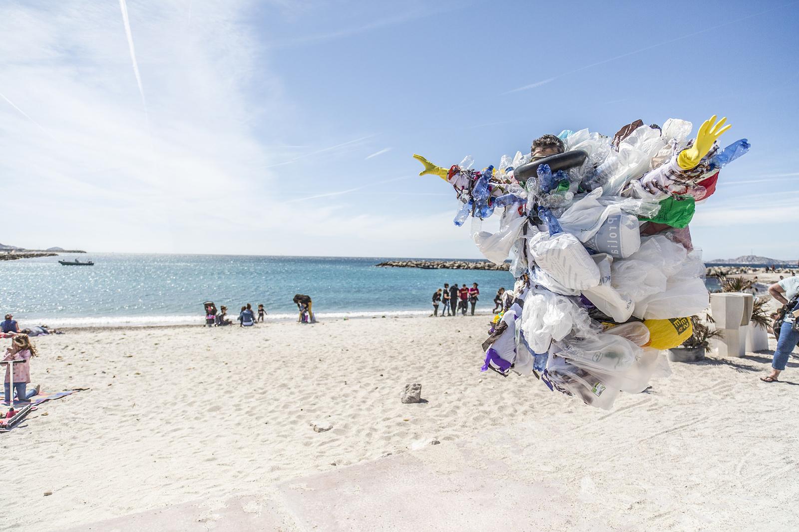 Les océans et le plastique: un bien triste amalgame.